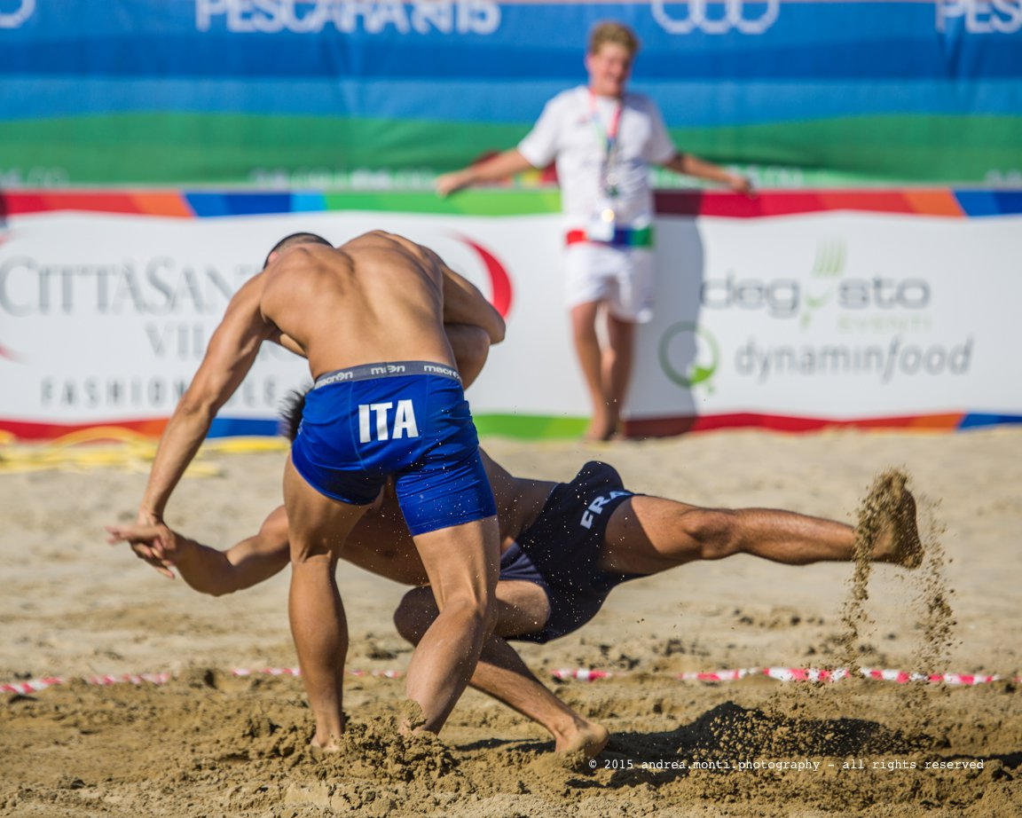 @ Mediterranean Beach Games 2015 – Wrestling, Italy vs France (And a primer on sport photography – Part 5)