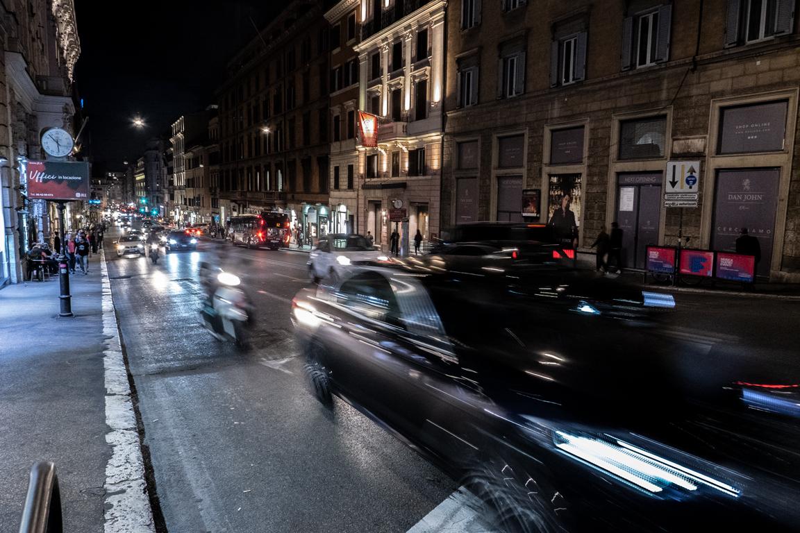Fast drivers in Via del Tritone